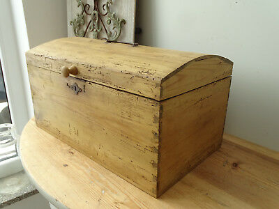 T6141 Antique, Small Wooden Chest ~ Restored um 1900 ~ Chest ~ Top