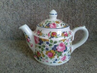 "Vintage Sadler ""Olde Chintz"" Small Teapot. Pre-Owned."