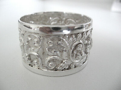 Very attractive, unusual sterling silver napkin ring with repousse decorations