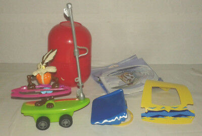 Bd figurine looney tunes toons coyote planche à voile surf  maxi kinder + BPZ