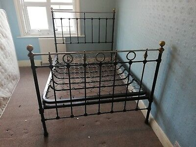 Vono, Metal Double Bed. Powder coated. Good condition. Very comfortable