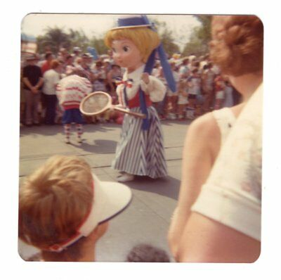 Vintage 1976 Photo Walt Disney World AMERICA ON PARADE Florida 1970's Nov18 b