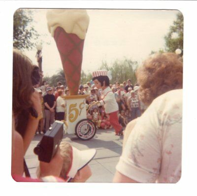 Vintage 1976 Photo Walt Disney World AMERICA ON PARADE Florida 1970's Nov18 m