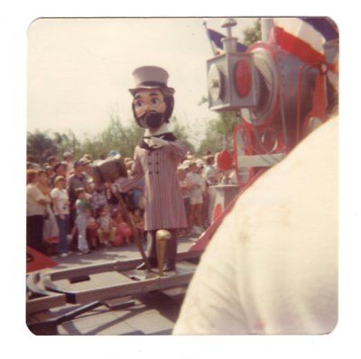 Vintage 1976 Photo Walt Disney World AMERICA ON PARADE Florida 1970's Nov18 h