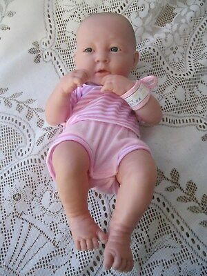 BERENGUER 35cm LA NEWBORN ANATOMICALLY CORRECT FULL VINYL GIRL DOLL DRESSED
