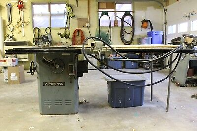 Beaver-Delta 34-457 Table Saw With fence and extended right side table.