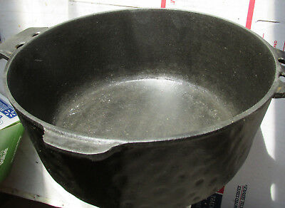 "Vintage Unmarked Hammered Finished 10"" x 4"" Cast Iron Dutch Oven"
