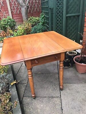 Antique Victorian mahogany pembroke table with 1 drawer