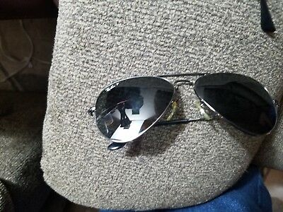 Vintage ray ban sunglasses with case needs temple