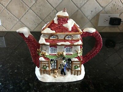 Fitz and Floyd A Dickens Christmas Teapot with lid