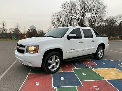 2007 Chevrolet Avalanche  2007 CHEVROLET AVALANCHE LTZ PICK UP AWD 4X4 AUTOMATIC SUNROOF LEATHER INTERIOR