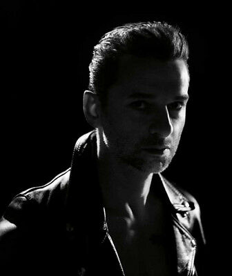 Depeche Mode UNSIGNED photograph - M9895 - Dave Gahan - NEW IMAGE!!