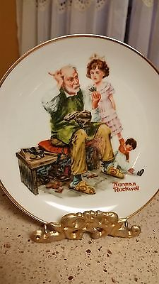 """Norman Rockwell China Collector Plate """"The Cobbler"""" With Stand Vintage"""