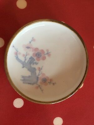 LOVELY VINTAGE JAPANESE PORCELAIN BLUE & WHITE With PINK FLOWERS DESIGN PLATE