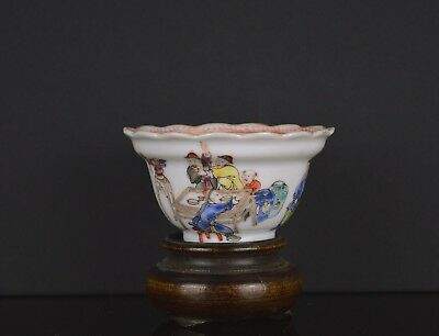 A Very Fine Quality Chinese 18Th Century Cup With Figures