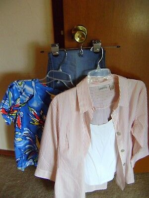 Chico's Lot of 4 items  1 Jeans size 2.5  3 tops  size 2