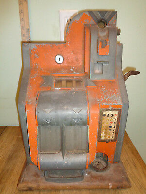 1930's Mills Chevron QT Penny Slot Machine