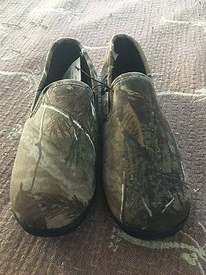 679440b0f41057 Men's Size 8–9 Realtree Camouflage Slippers New With Tag $36 Retail