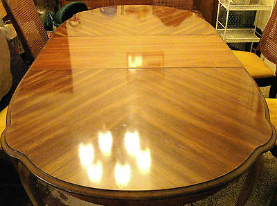 BERNHARDT OVAL DINING ROOM TABLE with 2 LEAFS Vintage 1970s: LOOKS NEW!