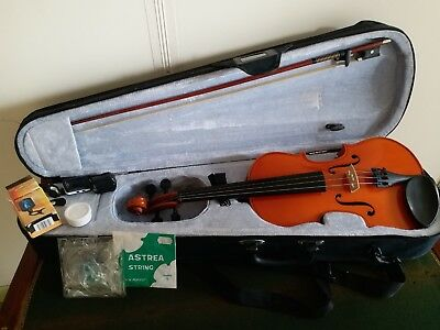 Violin Full Size 4/4 Primavera, very good condition, spare strings, Rosin, tuner