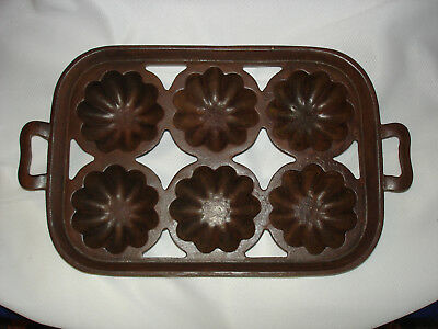 Antique Wagner Ware cast iron fancy baking muffin mold
