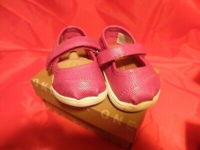 9667e19efdb Toms shoes BNIB NEW Authentic Tiny Mary Jane Fuschia Irr. Toddler Size 3 A