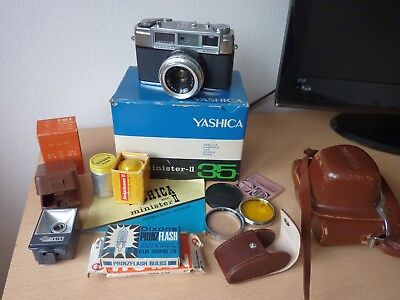YASHICA MINISTER-II 35mm VINTAGE CAMERA 45mm f2.8 Lens, with flash gun and more.