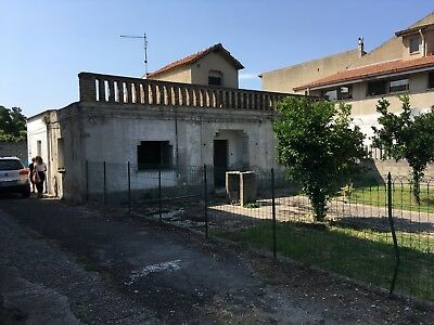 Detached House & Huge Workshop Near Italian Coast