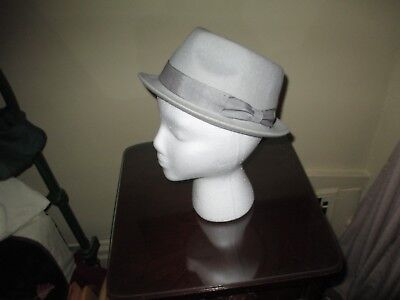 Stylish Gray Boys / Womans Fedora Hat ~ 100% Wool ~ Youth Size L ~ Nice Look!