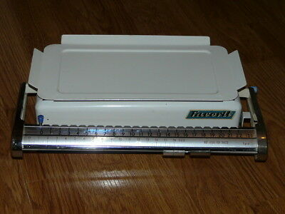 "Vintage 12""58 X 7"" ¾ FAVORIT Scale - Up To 22 Pounds - Still Works & Very Nice"