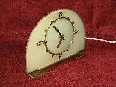 Mantel  Clock - Temco 1930's 1940's Electric   Clock In Great Working order