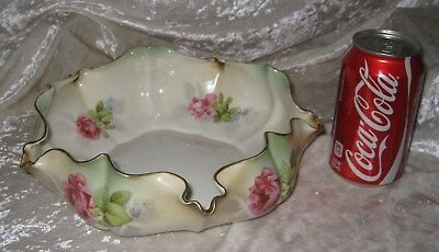 Stunning Pinched Edge RS Prussia (Red Mark) Bowl w/ Roses and 18K Gold Trim