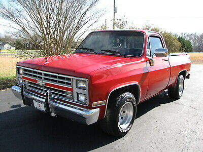 1984 Chevrolet C-10 silverado 1984 CHEVROLET C10 SILVERADO EXTRA SHARP BRIGHT RED 350 AUTOMATIC