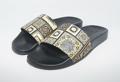 27365f549fc338 VERSACE MEN S BAROQUE Tile Signature 17 Print Pool Slides