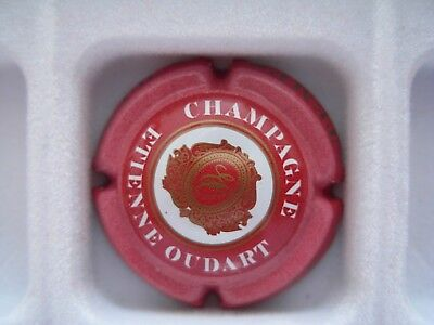 Capsule Champagne Oudart étienne fond rouge
