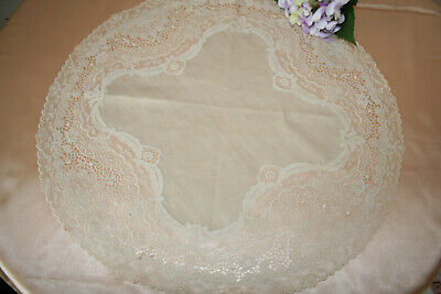 Fabulous Quality Early Vintage Ecru Linen & Fine Lace Table Centre.