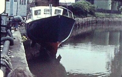 VINTAGE 8mm STD COLOUR FILM BOAT LOWERED INTO WATER ?