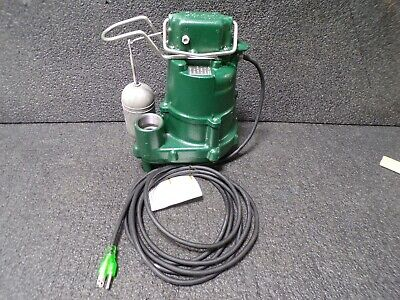 ZOELLER 1/2 HP Submersible Sump Pump, Integral Switch Type, Cast Iron Base
