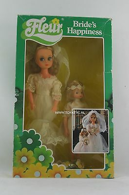 Fleur ( dutch Sindy ) doll bride's happiness bride and bridesmaid mint in box