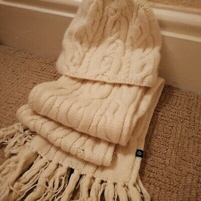 Gap Ladies Cream wool blend Scarf & Hat set