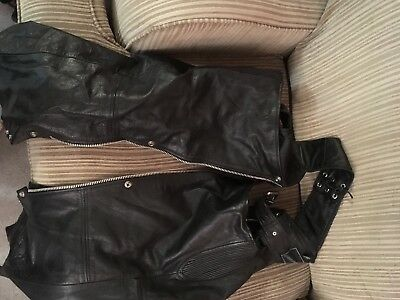 LEATHER GEAR Men's Medium Genuine Leather Motorcycle Chaps Black Used For Riding
