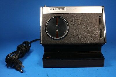 Vintage Zenith RE27Y AM/FM Portable Rechargeable Radio w/ Charger Power Base