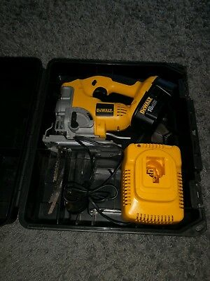 DeWalt DC330 Jigsaws With 2.Ah Battery, Charger And Case