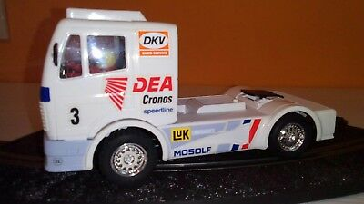 Scalextric camion Mercedes color blanco.