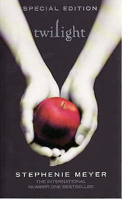 Twilight: Twilight, Book 1 by Stephenie Meyer (Paperback)-9781904233657-J006