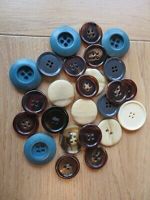 Job Lot of Approx 25 Assorted Large Buttons