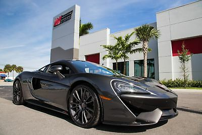 2017 McLaren 570 -- 2017 570S - ULTRA LOW 743 MILES - LUX PACKAGE - NOSE LIFT SYSTEM