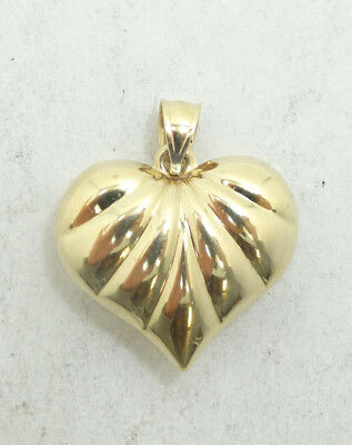 Pretty 14K Yellow Gold Ribbed Puffy Heart Charm Pendant D222