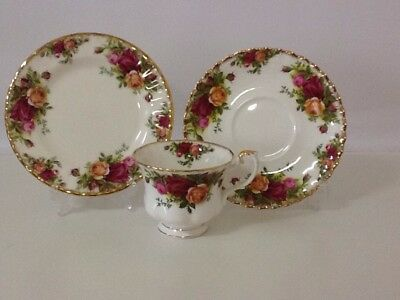 Royal Albert Old Country Roses Trio / England / Mint Condition