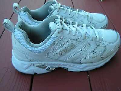 ea49a42bd1e1 Fila Men s Capture Running Tennis Shoes in White Size 9 1 2 EEEE